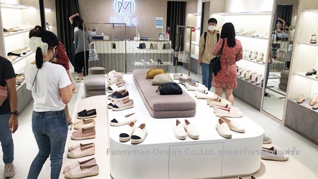 รับตกแต่งร้านรองเท้าภายในห้างสรรพสินค้า